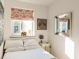 Bright And Charming Battersea Park Apartment photos Exterior