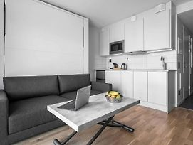 Convenient And Neat Studio Close To Metro Station photos Exterior