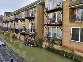Waterfront Apartment In The Heart Of St Neots photos Exterior
