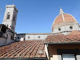 Apartment Overlooking The Duomo, It Seems To Touch It photos Exterior