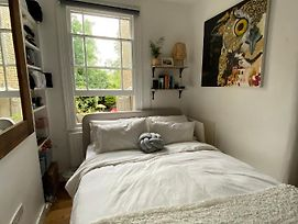 One Bedroom Cute London Flat - Clean And Sanitised photos Exterior