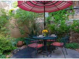 Buenas Noches - Quintessential Eastside Getaway With Spacious Patio, Two Kiva Fireplaces, Walk To Canyon Rd. And The Plaza photos Exterior