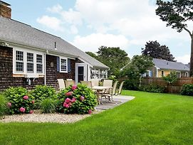 Classic Cape Cod Gem W/ Fireplace & Sunroom Home photos Exterior