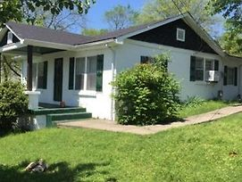 Quaint 3 Bedroom 1.5 Bath House To Yourself!!! photos Exterior