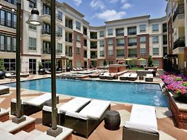 Beautiful, Pool View 1 Bedroom In Uptown Dallas photos Exterior