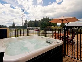 Modern Mountain Spa Escape - Ohakune Holiday Home photos Exterior