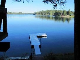 Stay Montana - Charming Remodeled Cabin Overlooking Echo Lake photos Exterior