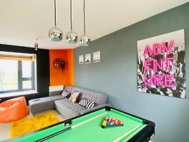 Newport House With Pool Table, Netflix & Free Parking! Perfect For Contractors, Families And Groups By Yoko Property photos Exterior