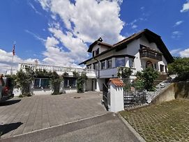 Comfortable 2-Bedroom Apartment Near Lucerne With Mountain View photos Exterior