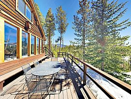 Secluded Mountain-View Log Cabin, Near Snow Trails Home photos Exterior