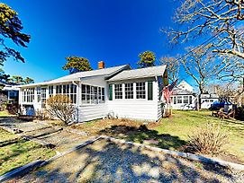 New Listing! Cape Cod Gem W/ Fireplace, Near Beach Home photos Exterior