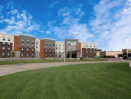 Holiday Inn & Suites Sioux Falls - Airport photos Exterior