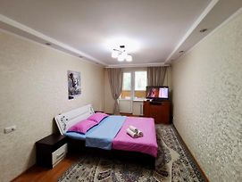 1 Ком Apartments Near Мегапарка - Центр photos Exterior