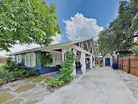 Charming Cottage W/ Chic Decor -- Walk To Downtown Home photos Exterior