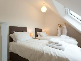 Remarkable 2-Bed Apartment In Culross photos Exterior