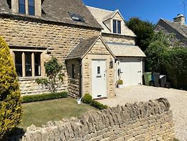 Large Stylish Luxury Cotswold Cottage - Ideal For Families, W/ Ev Charging photos Exterior