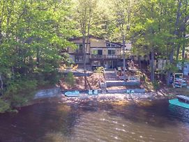 New! Dreamy Lakefront Getaway With Beach & Hot Tub photos Exterior