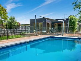 Canterbury Villa Family Friendly Home, Walk To Beach And Village, Pool photos Exterior