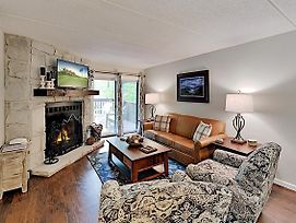 Renovated Retreat In Coveted Community W/ 3 Pools Condo photos Exterior