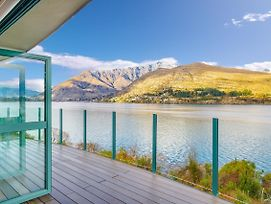 Huge Lakefront Delight - Queenstown Holiday Home photos Exterior