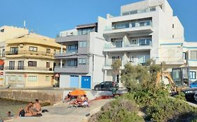 No56 Tower View Water'S Edge Apartment Unbeatable For Closeness To The Sea Only 10 Meters Away From Sea Also Ideal For Winter As It Is Air Conditioned & Heated & Suitable For Hikers & People Who Enjoy Seeing Seascapes In Winter Winner Of 3 Annual Aw