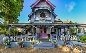 Narragansett House Bed & Breakfast Oak Bluffs