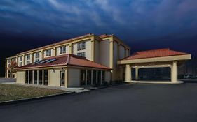 Baymont By Wyndham Canton Hotel North Canton United States