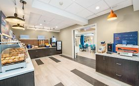 Holiday Inn Express Delafield Wisconsin