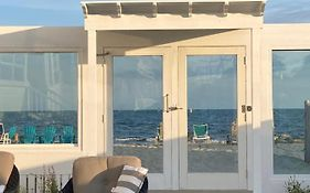 By The Sea Guests Bed & Breakfast And Suites