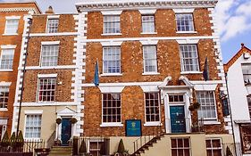 Chester Townhouse Apartments