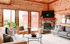 Modern Mountain Escape - Beautiful Views, Heated Indoor Pool, Hot Tub, Theater Room, Game Room