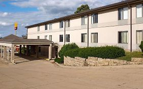 Maquoketa Inn And Suites Iowa