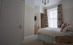 Poppys Guest House Plymouth