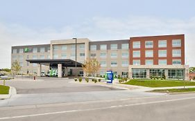 Holiday Inn Express & Suites Madison, An Ihg Hotel