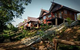 Mr Charles River View Lodge Hsipaw