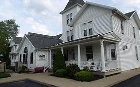Ourguest Inn & Suites Downtown Port Clinton