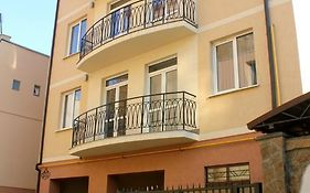 Lvivhouse - Lysenka St. Appartment
