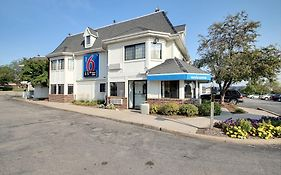 Motel 6 Milwaukee West Brookfield