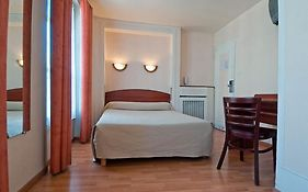 Hotel Saint Quentin Paris