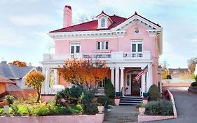 Pendleton House Bed And Breakfast