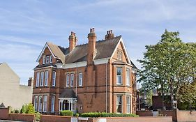 Holywell Guest House Loughborough 4*