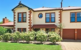Wine And Roses Bed And Breakfast