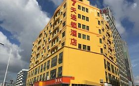 7 Days Inn Longhua Heping Road rt-Mart Branch Zhucun