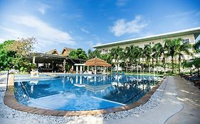 Chalong Beach Hotel & Spa