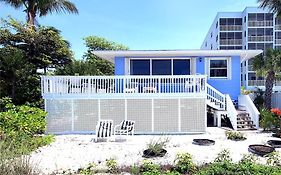 Pelican Beach Beach Front 4 S 4 Bedroom Home By Redawning