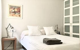 Cozy Paseo de Gracia 2 Bedroom Apartment Barcelona
