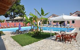 Tassos Apartments And Pool Bar Acharavi