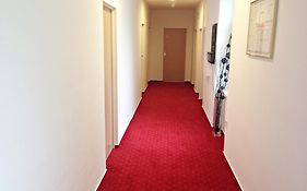 Red Carpet Rooms