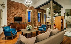 Deluxe Apartment In French Style Building