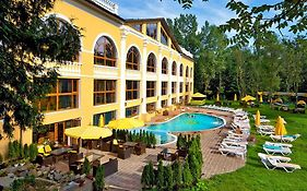 Royal Hotels And Spa Resorts in Truskavets